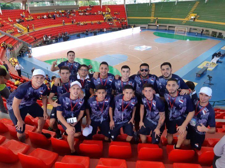 Integrantes de la Selección Paraguaya de fútbol de salón en el Coliseo Cubierto de Valledupar