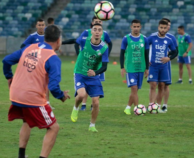 Miguel Almirón se perfila como titular en la Selección Paraguaya.