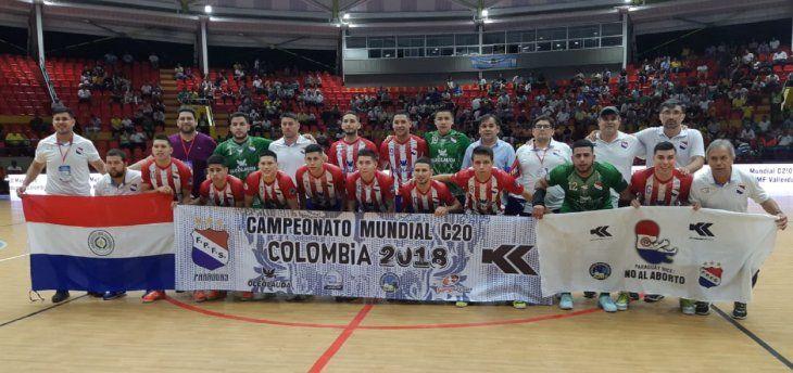 CON EL PIE DERECHO. Paraguay aplastó 8-0 a Italia en el inicio del Mundial C20 de fútbol de salón.