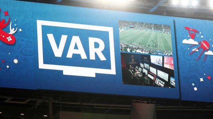 La UEFA no descarta aplicar el VAR en la presente temporada.