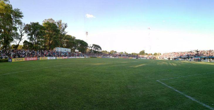 Vista del campo de juego del Luis Salinas.