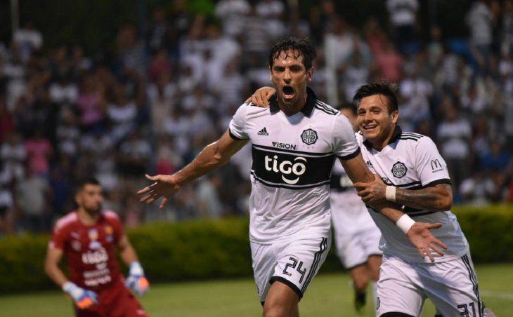 Roque Santa Cruz pasa por un gran momento en el fútbol paraguayo.