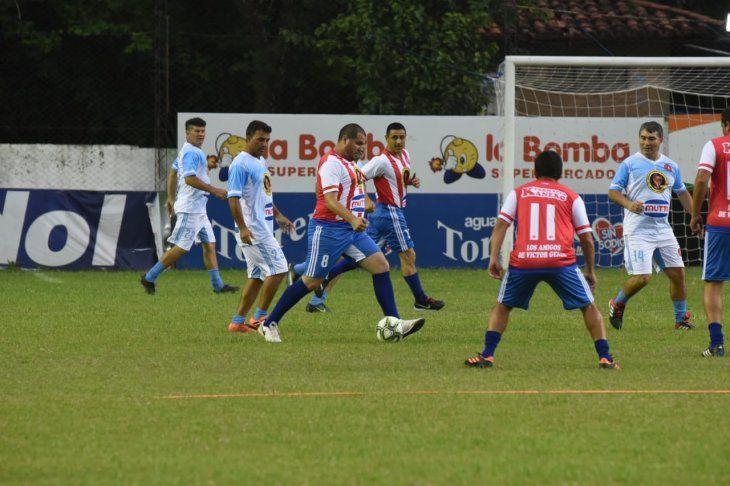 Ex jugadores se unieron en Campo Grande para ayudar a Víctor Genes.