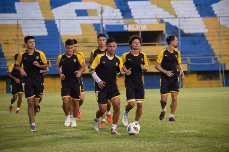 Jugadores del Sportivo Luqueño piden pago de salario.