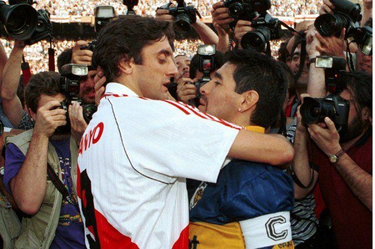 ÍDOLOS. Enzo Francescoli y Diego Maradona