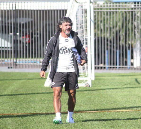 Leonel Álvarez no da por perdido el título del Clausura.
