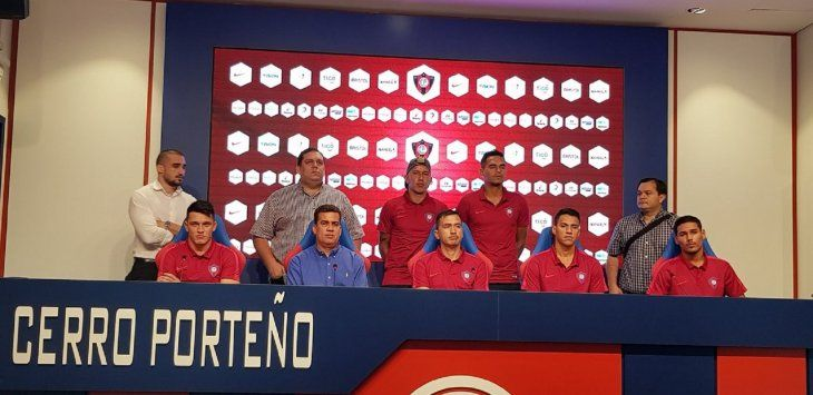 Cerro Porteño presentó a su equipo de fútbol de playa.