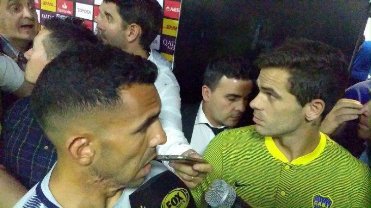 Carlos Tévez dialogando con los medios tras conocer la decisión de la Conmebol.