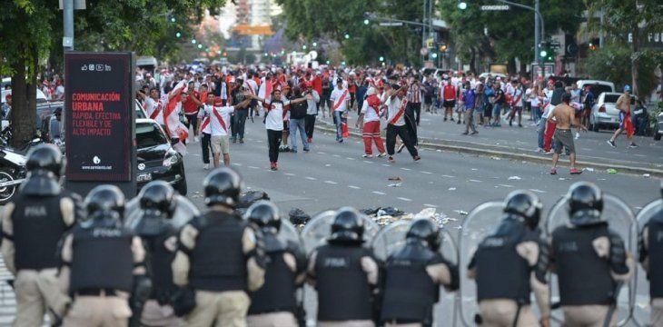 Varios detenidos tras los incidentes en los alrededores del Monumental de Núñez.