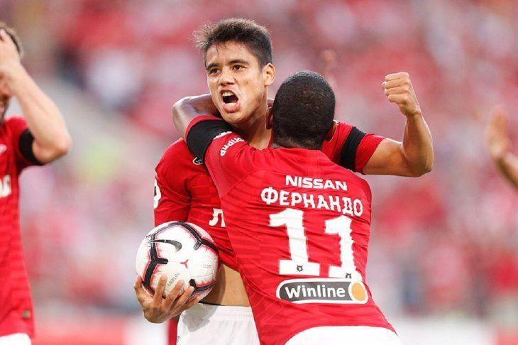 Lorenzo Melgarejo celebrando su gol ante el Krylia.