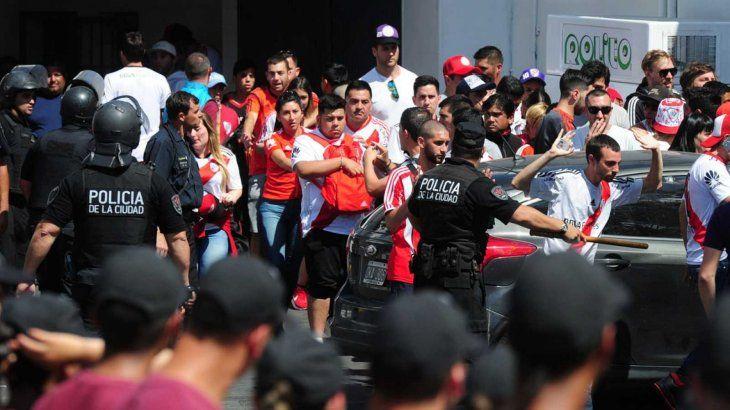 Renuncia ministro de Seguridad de Buenos Aires tras incidentes en River-Boca.