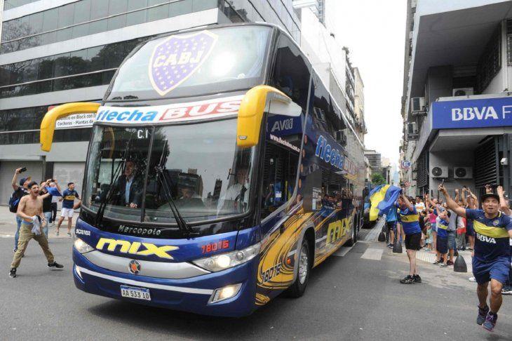 El bus de Boca que fue apedreado.