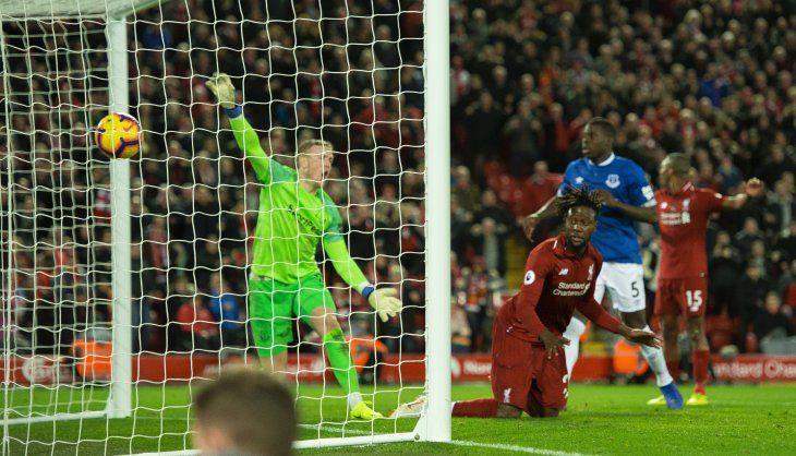 Un error de Pickford da la victoria al Liverpool.