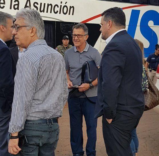 Juan Carlos Osorio llega al estadio del 2 de Mayo.