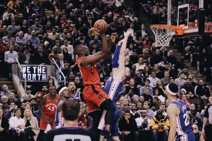 Raptors ganan duelo a Sixers.