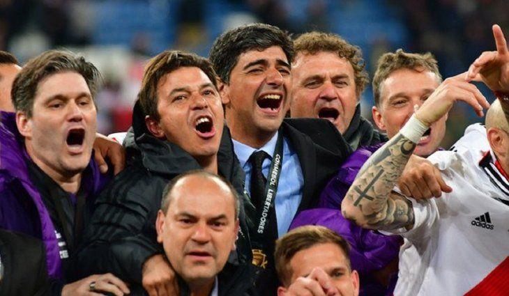 Marcelo Gallardo y Matías Biscay celebrando el título de la Copa Libertadores 2018.