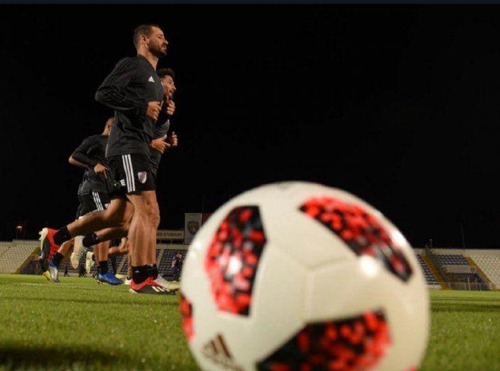 Primer entrenamiento de River Plate en Emiratos Árabes Unidos.