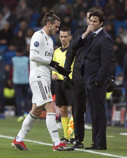 Bale tiene molestias en el tobillo derecho.