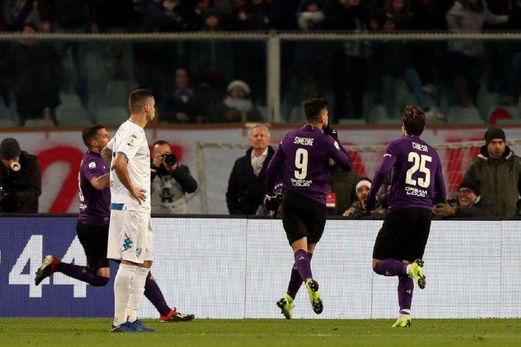 Giovanni Simeone celebrando su gol.