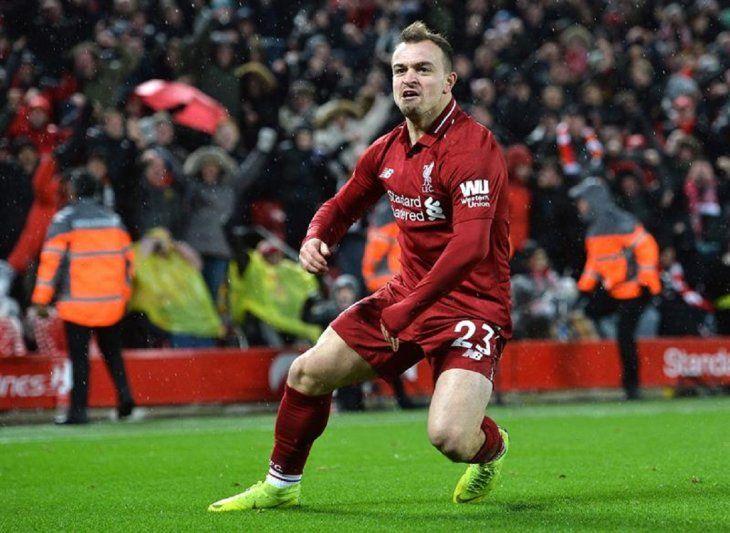 Xherdan Shaqiri celebra un gol ante Liverpool.