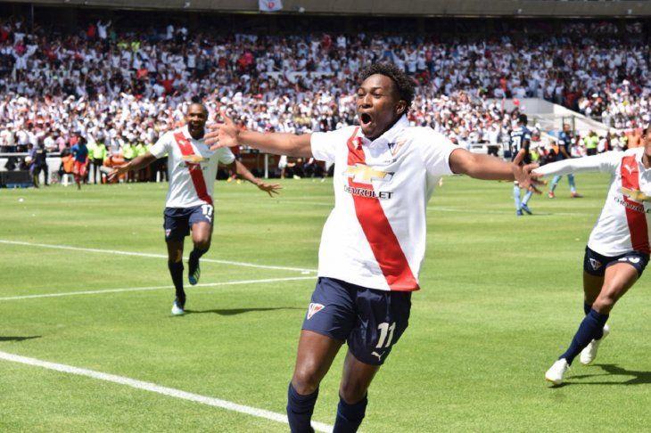 Liga rompe sequía de ocho años y se baña de gloria con título en Ecuador.