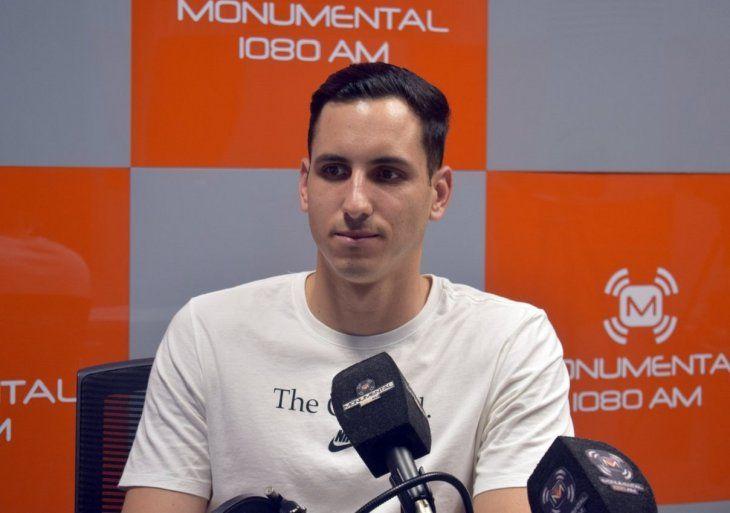 Roberto Fernández charla con los panelistas de Fútbol a lo Grande.