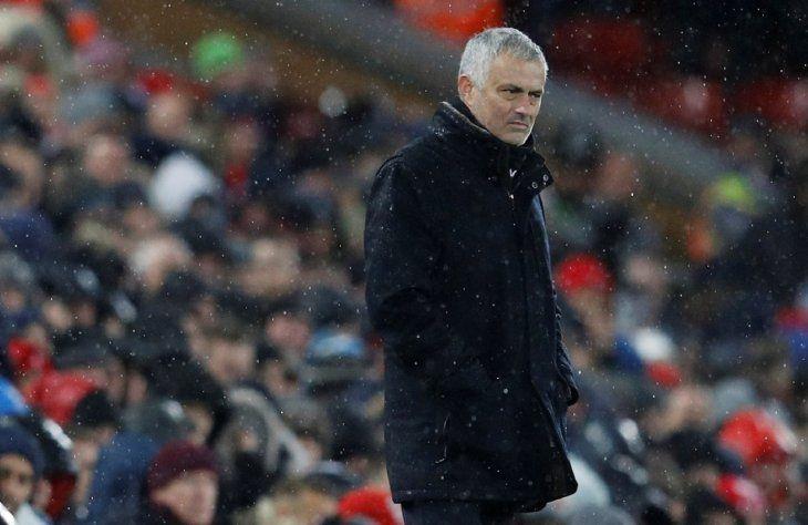 José Mourinho fue destituido del cargo de entrenador del Manchester United.