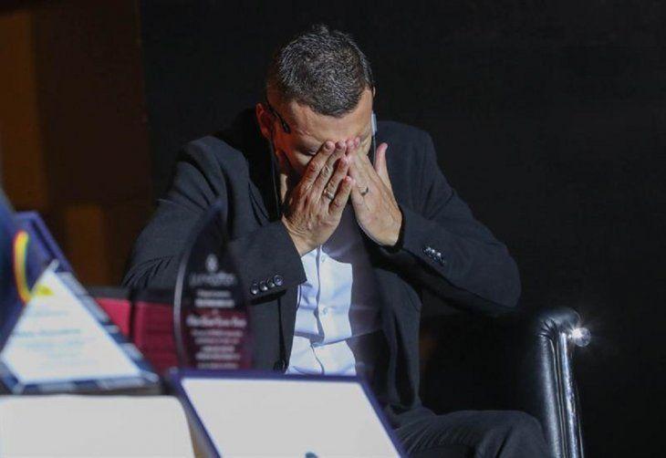 Pablo Escobar y su emoción durante el homenaje que recibió por su despedida como futbolista profesional.