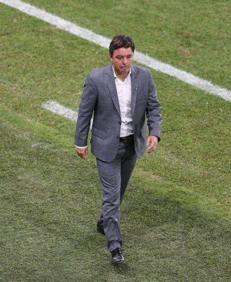 Marcelo Gallardo se retira del campo tras la caída de River Plate en semifinales.