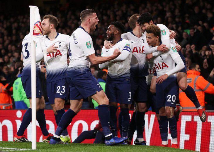 Tottenham eliminó al Arsenal y es semifinalista de la Copa de la Liga de Inglaterra.