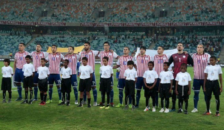 El equipo titular de Paraguay que enfrentó a Sudáfrica.