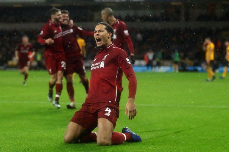 Jugador de Liverpool celebra la anotación de un gol.