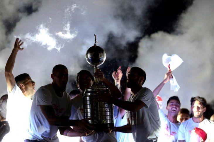Jugadores de River Plate celebran en el Monumental.
