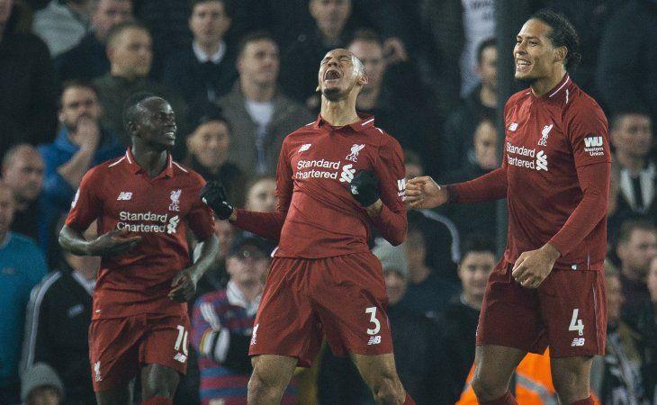Liverpool golea y se afianza en la cima de la Premier.