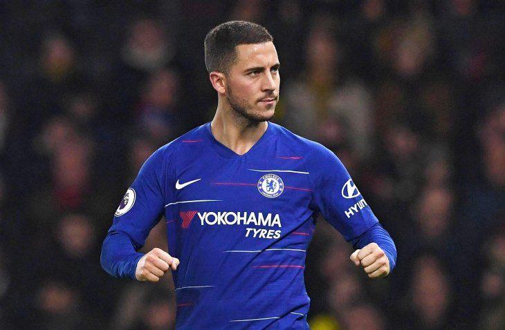 Hazard evita el tropiezo del Chelsea en Watford.