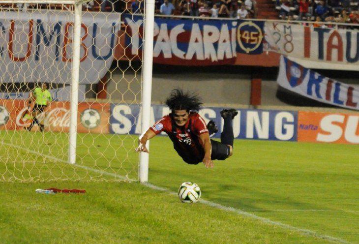 Fidencio Oviedo celebra un gol anotado cuando jugaba por Cerro Porteño.