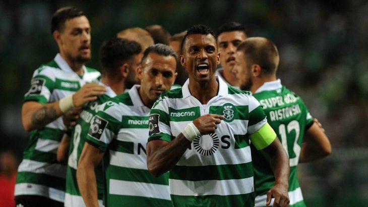 Nani celebra uno de los goles del Sporting.