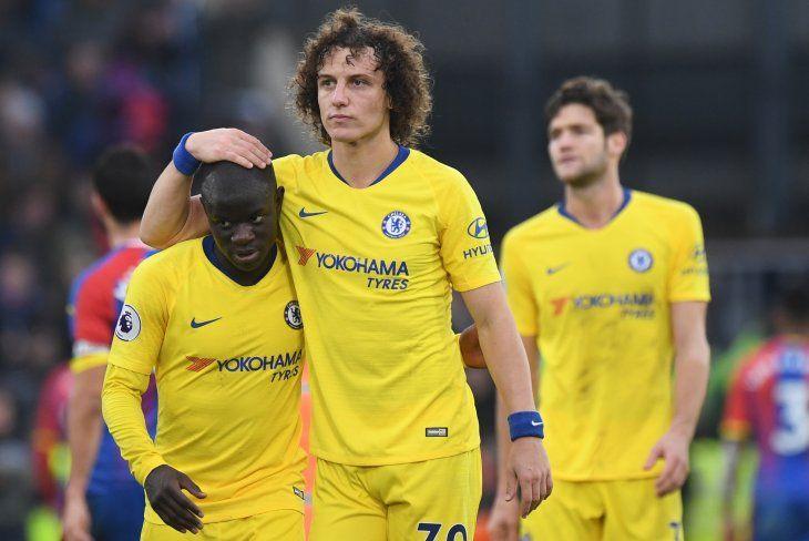 Kante junto a David Luiz tras el triunfo del Chelsea.