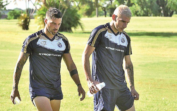 Hernán Fredes (Izq) se prepara para hacer goles con Sol.