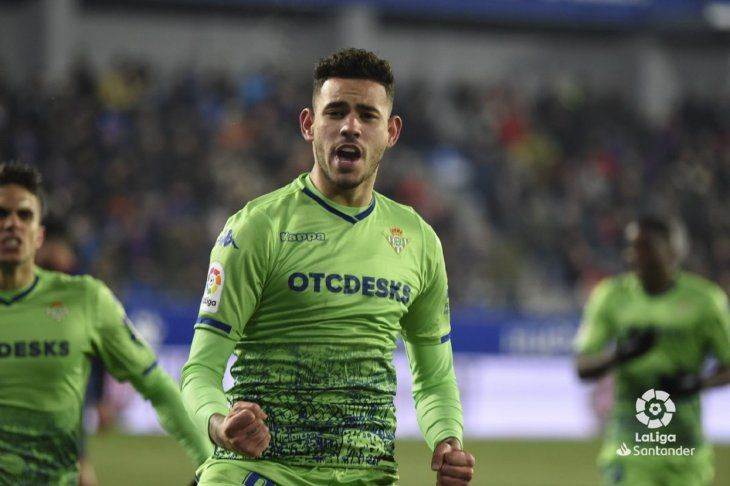 Tonny Sanabria grita su gol con la camiseta del Betis.