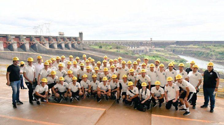 Los jugadores franjeados visitaron la usina eléctrica de Itaipú.