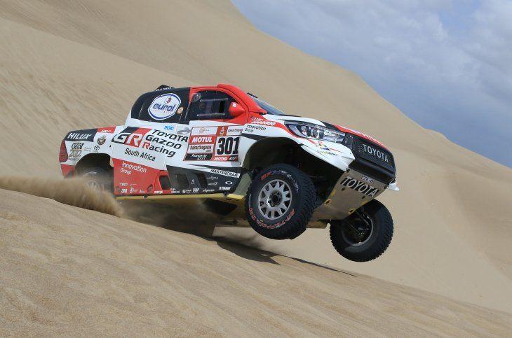 Nasser Al-Attiyah se impuso en la primera jornada de la carrera.