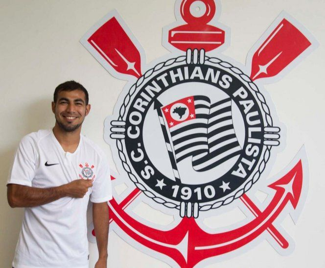 Junior Sornoza ya se puso la camiseta del Corinthians.