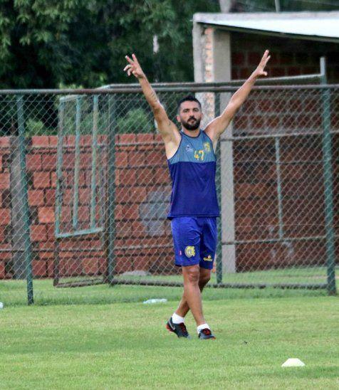 Santiago Salcedo se queda para aportar sus goles al Deportivo Capiatá.