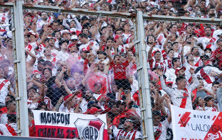 Prohíben la entrada a estadios a 284 hinchas de River Plate