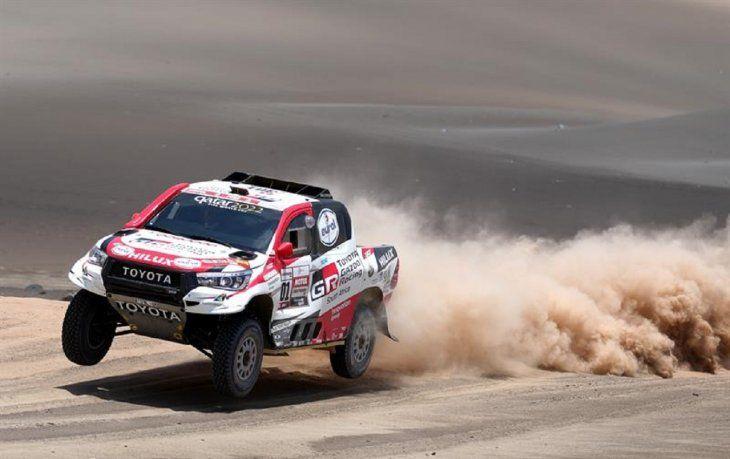El piloto qatarí NasserAl-Attiyah(Toyota) durante la sexta etapa del Rally Dakar 2019.