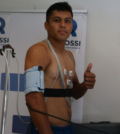 Robert Rojas durante la prueba médica.