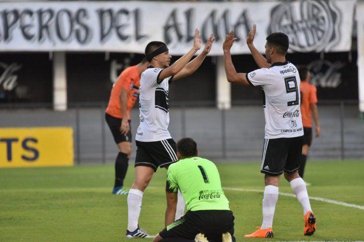 Rodrigo Rojas festeja su gol.