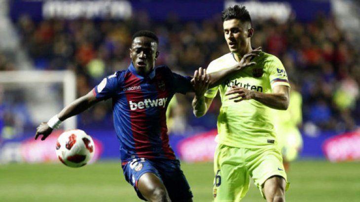 El Barcelona alineó a un jugador suspendido contra el Levante.