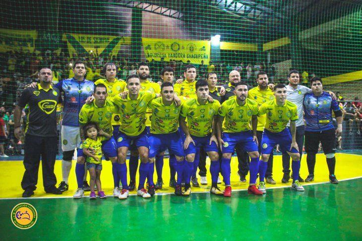 Plantel de Caacupé que marcha último en la tabla de posiciones del grupo 2 de las eliminatorias del fútbol de salón.